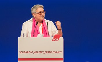 Elke Hannack am Rednerpult